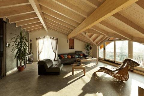 Dachausbauten und Aufstockungen für mehr Wohnraum. Holz kann hier sinnvoll und architektonisch wirken.