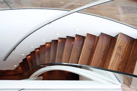 Holztreppen neu erfunden. Moderne Treppenarchitektur.
