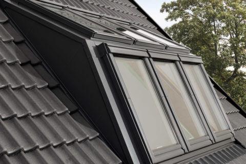 Die Fensterkombination kann in Dachneigungsbereichen von 35° bis 55° problemlos eingebaut werden.
