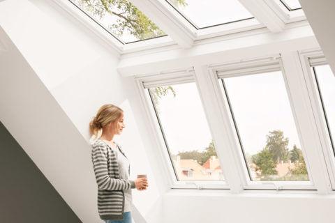 Wählen Sie zwischen Fenstern in Kunststoff- oder Holzqualität. Die Fenster aus Holz erhalten Sie wahlweise in weiß oder klar lackiert.