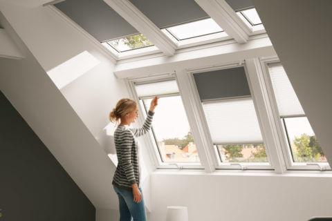 Durch die Lichtlösung PANORAMA entsteht eine gaubenähnliche, großzügige Fensterfläche für noch mehr Kopffreiheit, Lichteinfall und Ausblick.